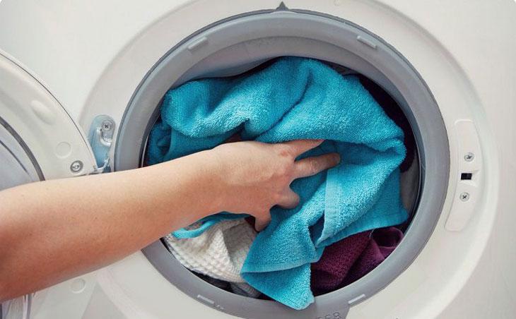 Máy giặt Electrolux 8 kg EWF9025BQSA bạn có thể cho thêm quần áo